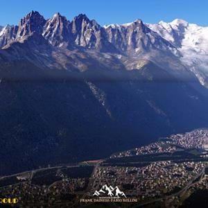 Frank Dainese and Fabio Bellini release screenshots of Chamonix (Mont Blanc) for X-Plane
